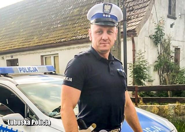 Policjant jadący na służbę zatrzymał kierowcę, który pomimo zakazu, kierował autem.