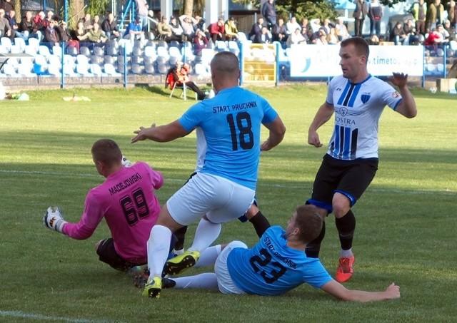 Start Pruchnik (niebieskie koszulki) pokonał kolejnego rywala w test meczu.