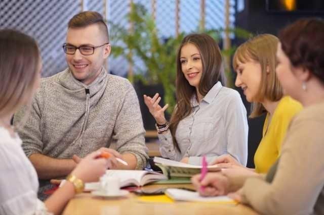 Studenci mogą wybrać  pomiędzy studiami I stopnia, II stopnia oraz II stopnia z podyplomowymi.