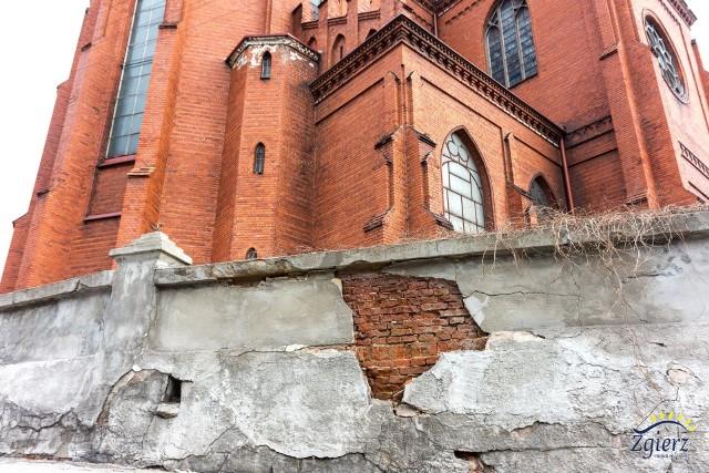 Popękany mur obok parafii św. Katarzyny zostanie wyremontowany.