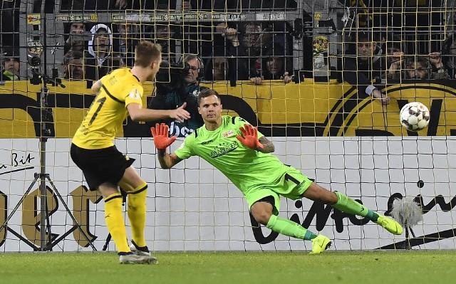 Ostatnia minuta i karny Marco Reusa zdecydowały o awansie BVB