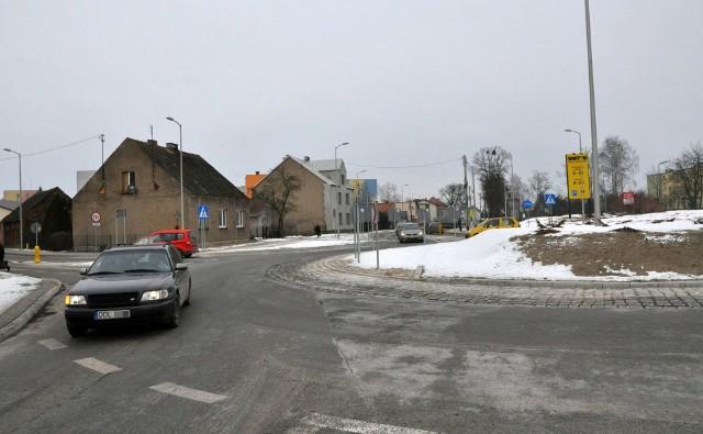 Praszka. Objazd dla samochodów osobowych wytyczony został drogami lokalnymi, natomiast dla samochodów ciężarowych przez Rudniki drogami krajowymi nr 42 i 43.