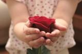 Dzień Mamy 2021: Przepiękne życzenia dla mamy. Już 26 maja złóż mamie wyjątkowe życzenia, wiersze od serca 26.05.21