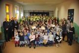 """Rozświetlamy ulice powiatu. Dzieci z Lipna z odblaskami w ramach akcji """"Z nami będzie bezpieczniej"""""""