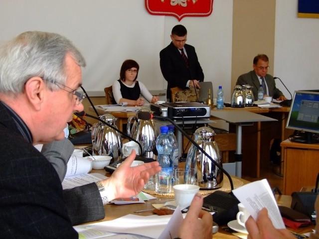Wniosek o zwołanie sesji złożył radny Henryk Pawłowski.