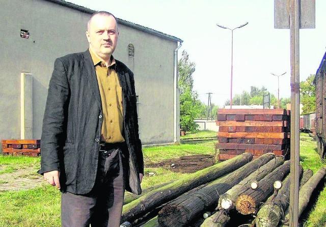 """Artur Rożański pracował dla TBS """"Nasz Dom"""". W 2009 roku został prezesem Żnińskiej Kolei Powiatowej. Gdy kilka miesięcy temu się z nią żegnał, znalazł zatrudnienie u pani wójt gm. Dopiewo"""