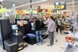 Krzysztof Matela: - W sklepiku znajdą w kliencie człowieka. W dużym sklepie ma kupić, zapłacić w kasie samoobsługowej i wyjść! [rozmowa]