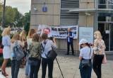 Sadownicy pikietowali w Warszawie przed siedzibą właściciela Biedronki. Powodem drastyczna obniżka cen zakupu jabłek