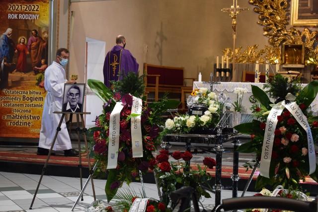 Ostatnie pożegnanie Jerzego Frelicha, byłego wiceprezydenta Rybnika, działacza Solidarności.Zobacz kolejne zdjęcia. Przesuwaj zdjęcia w prawo - naciśnij strzałkę lub przycisk NASTĘPNE
