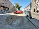 Ulica Mickiewicza w Słupsku prawie gotowa. Będzie gładki parking i prosty chodnik [ZDJĘCIA]