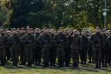 Prawie 190 żołnierzy obrony terytorialnej przysięgło na nowy sztandar. Wielka uroczystość w Białymstoku