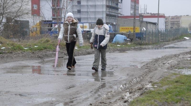Fragment ul. Hubalczyków, który wymaga remontu.