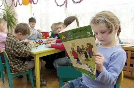 Bardzo możliwe, że już za rok nie tylko sześcioletnie maluchy z Przedszkola Samorządowego nr 25 w Białymstoku, ale także pięciolatki będą musiały tam przychodzić każdego dnia