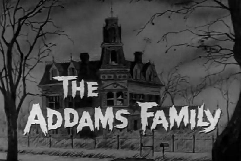 """Komiksy """"The Addams Family"""" stworzył Charles Addams. Dziś skończyłby 100 lat. Google stworzyło specjalne logo z tej okazji."""