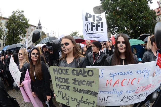 Protest mieszkańców Zielonej Góry przeciwko ustawie antyaborcyjnej w poniedziałek, 3 października