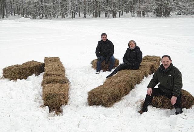 Od lewej: wojewoda Maciej Żywno, Katarzyna Łotowska, prezes Ośrodka Wspierania Organizacji Pozarządowych i Mirosław Stepaniuk, dyrektor BPN