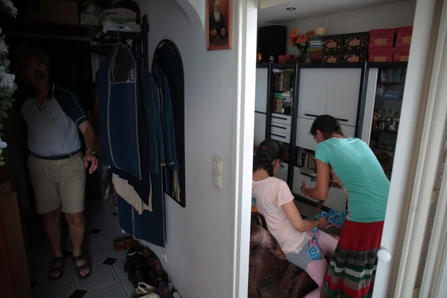 Nim państwo Sz. zastali zamknięte drzwi, Jerzy M. wprowadził do ich kawalerki 6-osobową rodzinę