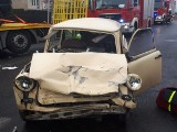 Wielichowo: Wypadek trabanta i ciężarówki - zginęła kobieta, dwie osoby zostały ranne [ZDJĘCIA]