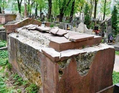 W takim stanie znajduje się grób zasłużonego tarnowianina FOT. ARCHIWUM