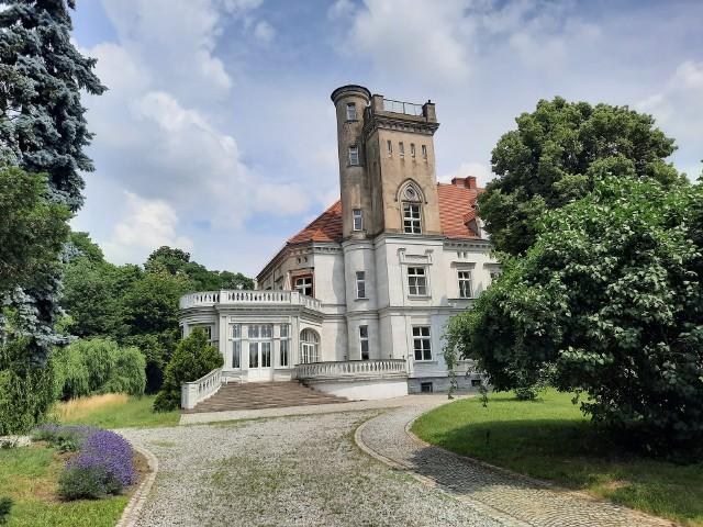Pałac w Chociulach wygląda bajkowo