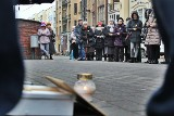 Polna Poznań: Odmawiali różaniec i zapalili znicz przed szpitalem ginekologicznym. Tak protestowali przeciwko aborcji [ZDJĘCIA]
