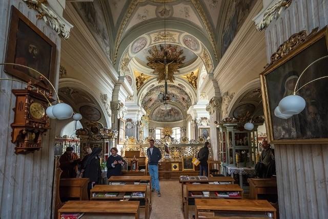Chór muzyczny, objęty klauzurą, jest dostępny wyłącznie dla klarysek, które w tymi miejscu biorą udział w nabożeństwach w kościele