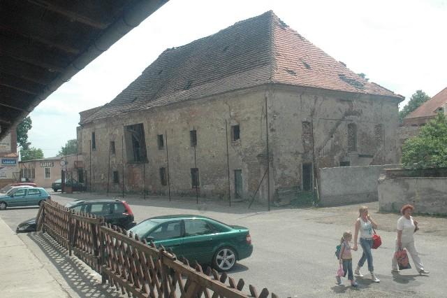 Zamek Piastowski kilkanaście lat temu przed dużym remontem. Stał jeszcze zabytkowy spichlerz. W krośnieńskim zabytku odbywało się obchody 15-lecia województwa lubuskiego.