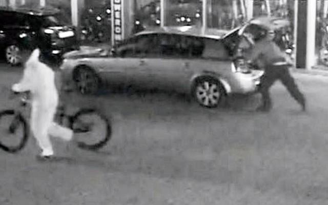 Kradzież rowerów elektrycznych w Bielsku-BiałejZobacz kolejne zdjęcia. Przesuwaj zdjęcia w prawo - naciśnij strzałkę lub przycisk NASTĘPNE