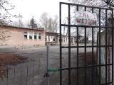 Stary barak przy międzyrzeckiej ,,jedynce'', to koszmarna ruina. Jeszcze w tym roku ma powstać w tym miejscu nowoczesna sala gimnastyczna