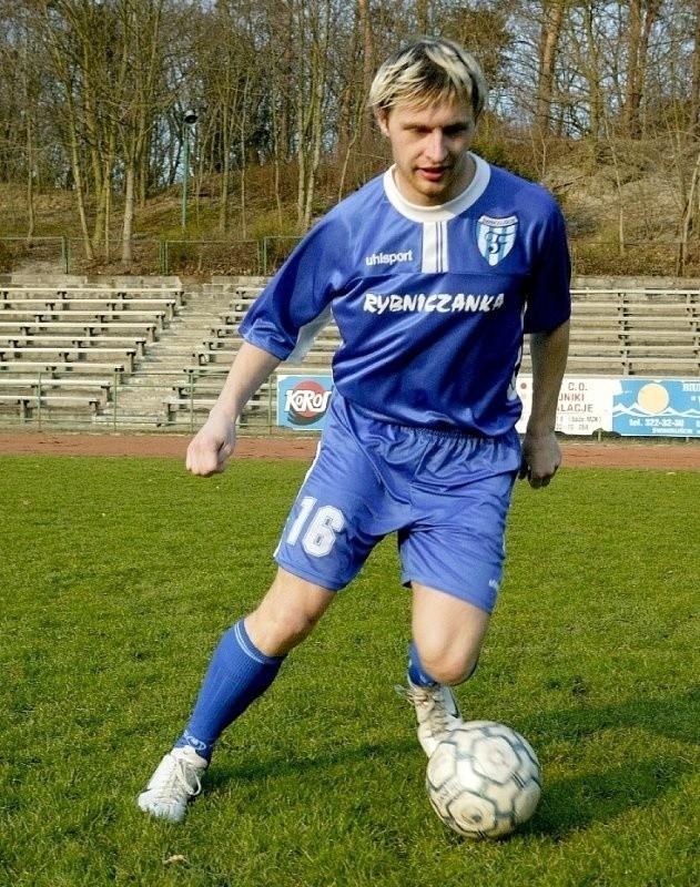 Daniel Mężydło urodził 9 lutego 1981 roku w Świnoujściu. Wychowanek Floty, od 1993 roku piłkarz. Zaczynał w trampkarzach jako środkowy obrońca, jako junior był napastnikiem, a jako senior pomocnikiem. Oprócz Floty grał w Fali Miedzyzdroje, Wybrzeżu Rewalskim Rewal, Victorii 95 Przecław. Strzelił 46 bramek, w tym 11 dla Floty I, po 14 dla Floty II i Fali, 5 dla Wybrzeża 5 i 2 dla Victorii.