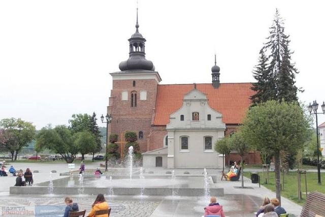 """W ramach projektu """"Stary Rynek – Zielone Serce Miasta"""", który mieszkańcy wybrali w ramach Budżetu Obywatelskiego 2021, na Starym Rynku we Włocławku znów będzie więcej zieleni"""
