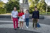 Poznań: Wyrażali solidarność z Białorusią na placu Adama Mickiewicza. Przyszły tylko 4 osoby