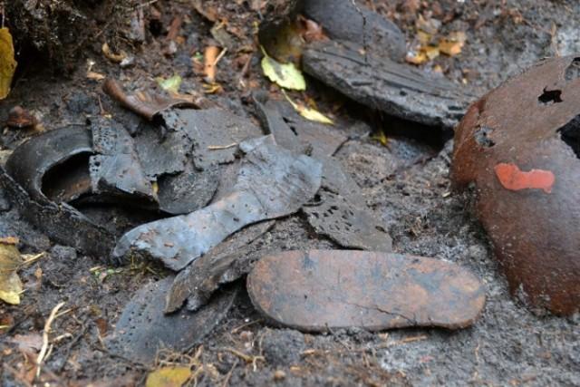 Resztki butów i przedmiotów należących prawdopodobnie do więźniów niemieckich obozów koncentracyjnych, znaleziono w lesie niedaleko Muzeum Stutthof