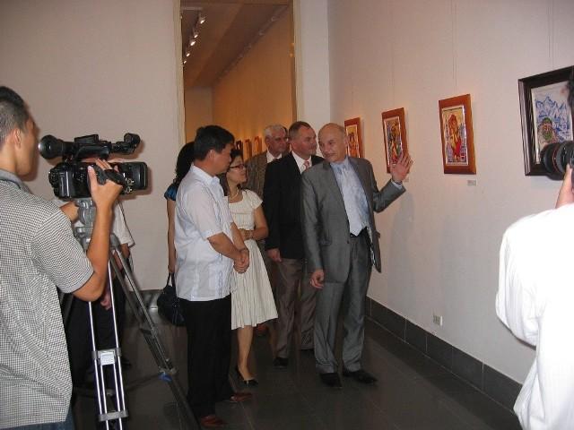Cykl obrazów na świecie wrócił już do Ćmielowa z Narodowego Muzeum Sztuk Pięknych w Hanoi