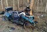 Śmiertelny wypadek w Bobrowie. Dwie osoby zginęły na miejscu [zdjęcia]