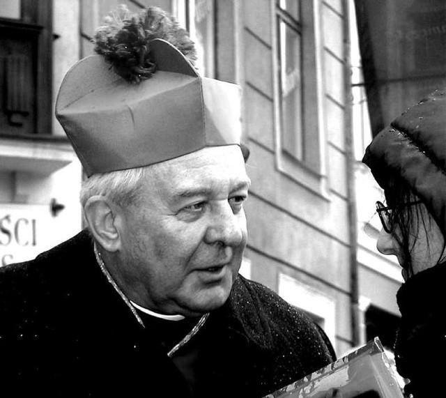 Archidiecezja Poznańska poinformowała, że pogrzeb arcybiskupa seniora Juliusza Paetza odbędzie w katedrze poznańskiej. Będzie miał charakter ściśle prywatny