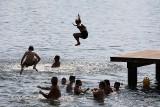 Krakowianie plażują w mieście. Letni sezon nad Bagrami w pełni [ZDJĘCIA]
