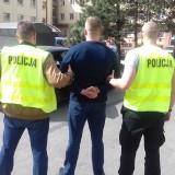 Trzej kibice Widzewa zatrzymani przez policję przed meczem z Radomiakiem. Dwaj wnosili race, trzeci chciał się bić
