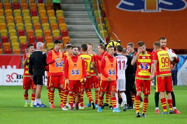 Niezależnie od rozstrzygnięć w dwóch ostatnich meczach tego roku, zimowa przerwa w Jagiellonii Białystok zapowiada się gorąco. Kiepskie okienko transferowe, kłopoty drużyny z wygrywaniem meczów i wybór nowego trenera - to wystarczająco dużo kwestii, które trzeba w najbliższym czasie przeanalizować. Wśród nich szczególne miejsce powinno zająć omówienie problemu związanego z przydatnością niektórych zawodników w drużynie.