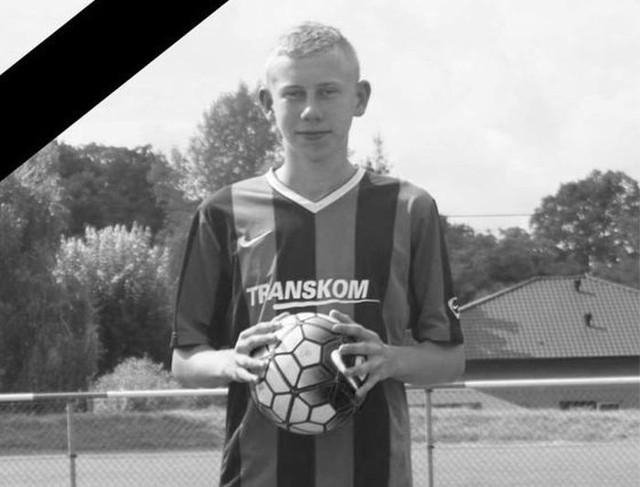 20-letni Mateusz Marciniak w ostatnim czasie czuł na pewno, że toczy walkę ze śmiertelnym wrogiem przy wsparciu kolegów z boiska.