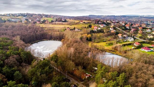 W parku na granicy Wieliczki i Grabówek powstanie budynek kulturalno-sportowy. Obiekt ma być gotowy na koniec wakacji 2021