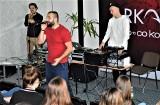 Nowy Sącz. Raper Arkadio spotyka się z młodzieżą i namawia do życia w zgodzie z pasją i talentami