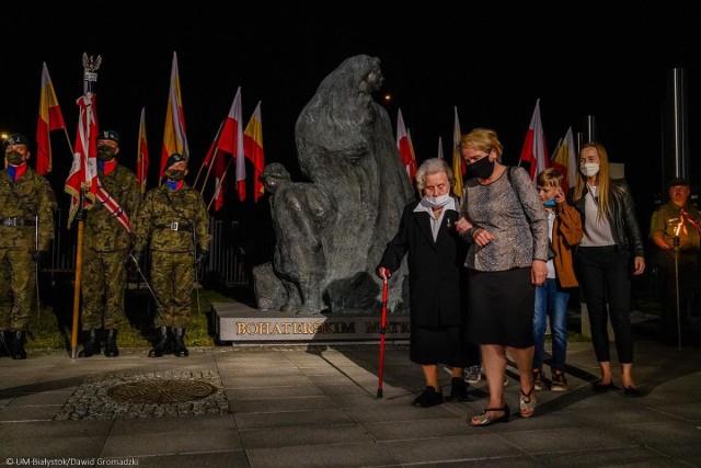 Pomnik Bohaterskim Matkom Sybiraczkom odsłonięty 16.09.2020