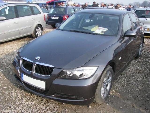 1. BMW 318Silnik 1,8 Diesel, przebieg 16500 km. Rok produkcji 2008. Wyposazenie: pelna opcja. Cena 73000 zl.