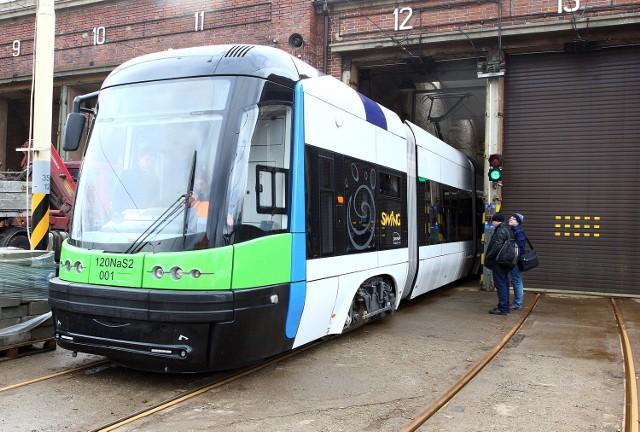 Komunikacja; Trzy kierunki krótszych swingówNowe wozy jeżdżą już po Szczecinie.