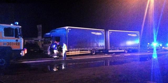 W Gorzowie na ul. Poznańskiej kierowca mazdy uderzył w samochód ciężarowy. Zginął na miejscu.