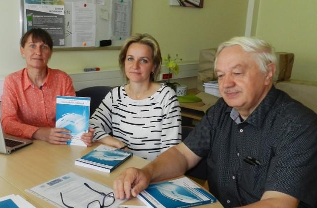 Dr hab. Eunika Baron-Polańczyk, dr Aneta Klementowska i dr hab. Bogusław Pietrulewicz z Uniwersytetu Zielonogórskiego.