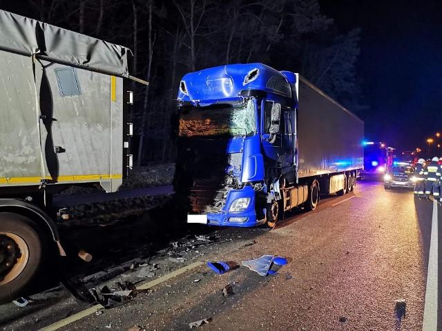 W piątek około godz. 19, w Tryńczy w pow. przeworskim doszło do zdarzenia drogowego. Kierujący samochodem ciężarowym najechał na tył innej ciężarówki. W groźnie wyglądającym zdarzeniu nikt nie ucierpiał.