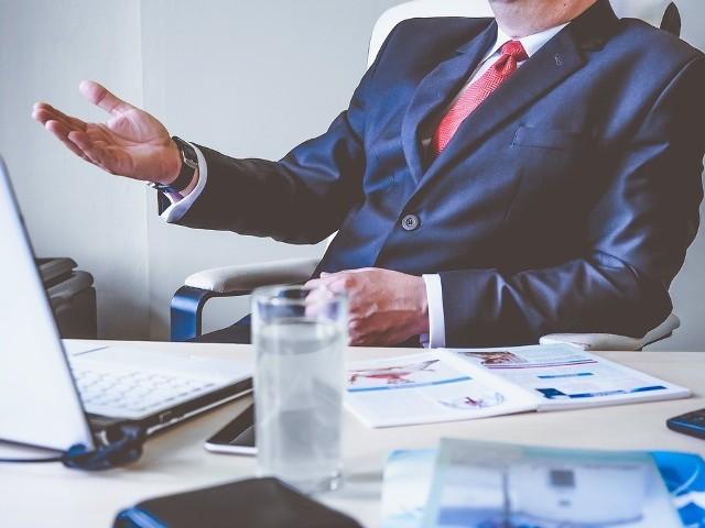 Choć wydaje Wam się, że imię wybierane jest przypadkowo to okazuje się, że ma ono na nas duży wpływ. Jak to się dzieje? Nie wiadomo, ale można zauważyć grupę charakterystycznych cech dla posiadaczy danego imienia. Może to podświadomość, a może coś w tym jest. Tym razem sprawdzamy, czy jesteś skazany na sukces.  Zobaczcie imiona szefów, prezesów, dyrektorów i kierowników.