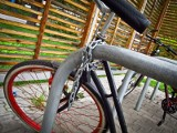 Mieszkaniec Pakości ukradł rower, okleił go i jeździł po mieście. Liczył na to, że nikt nie rozpozna swojej własności